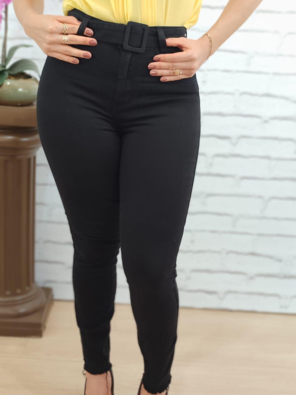 Calça Skinny em Sarja Preta