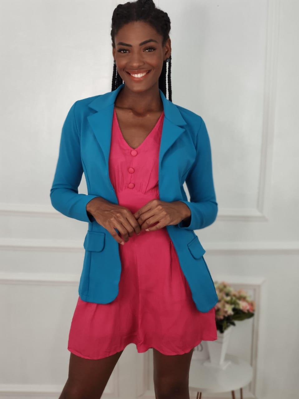 Look: 1 Blazer Alongado Azul + 1 Macaquinho Pink