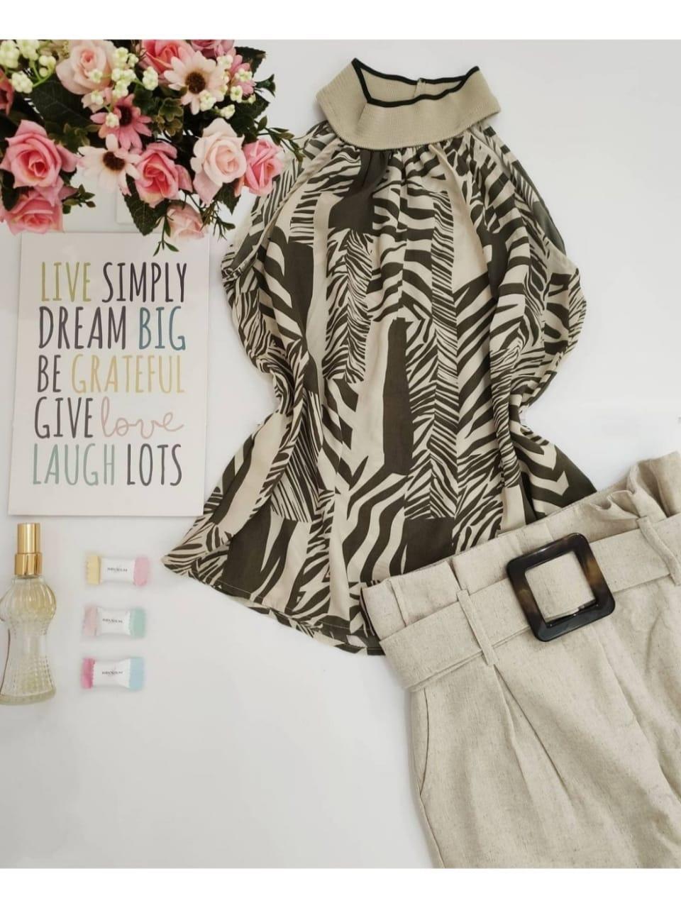 Look: 1 Blusa Cava Americana + 1 Calça Skinny Linho Bege