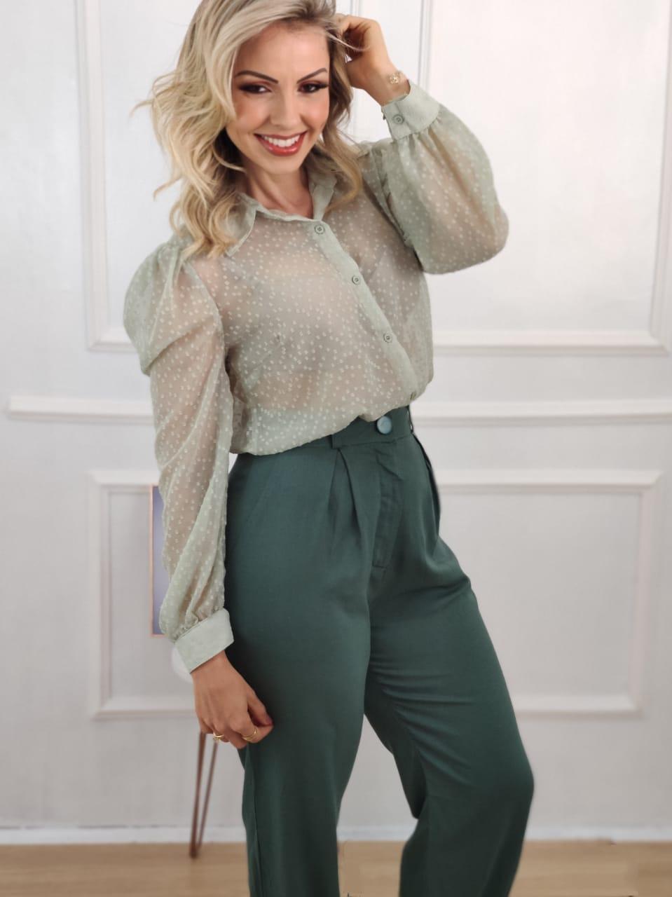 Look: 1 Camisa Manga Longa Bufante Illusion Verde  + 1 Calça Skinny em Linho Detalhe Pregas Verde