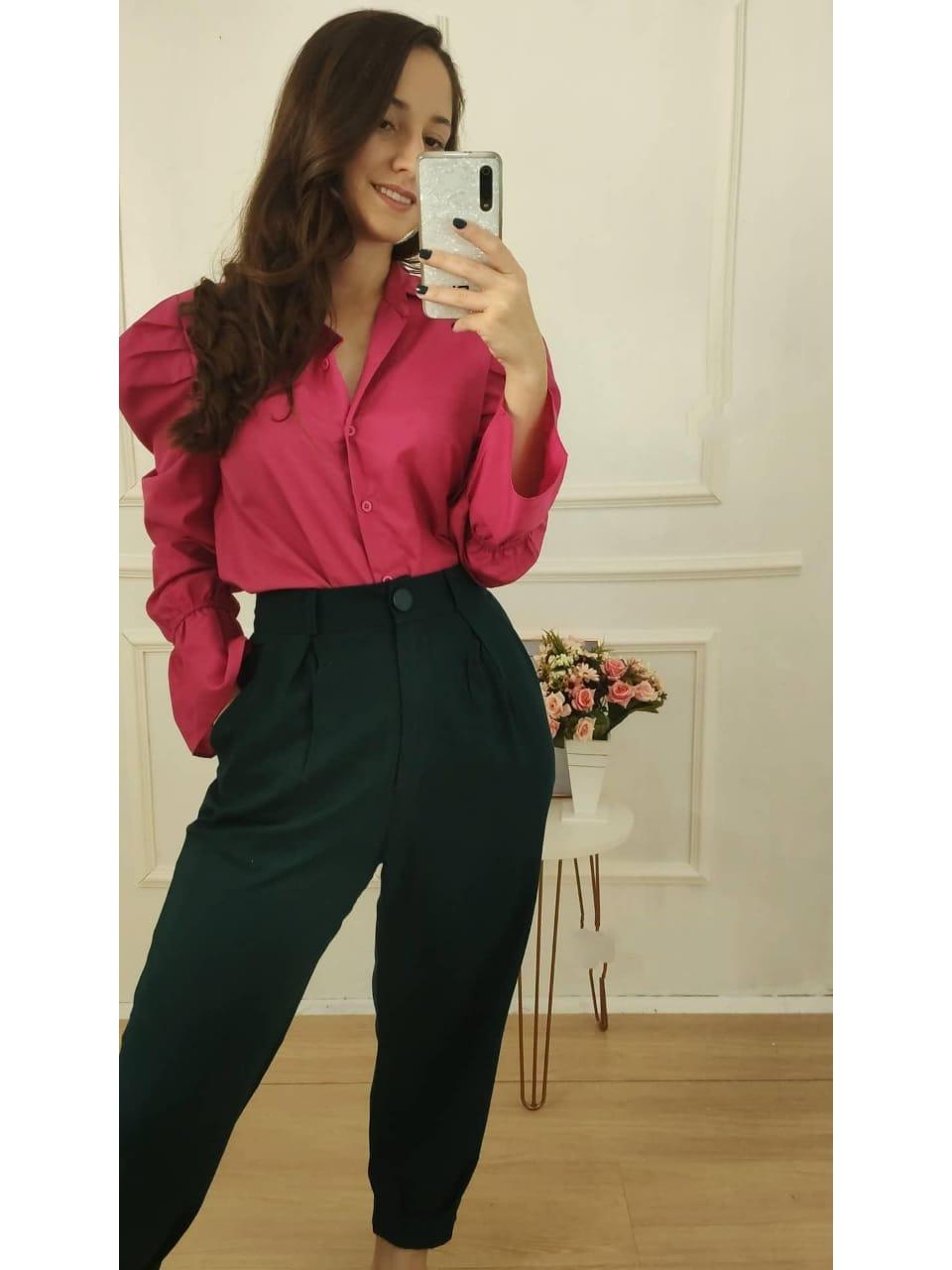Look: 1 Camisa Manga Longa Bufante Pink  + 1 Calça Skinny em Linho Detalhe Pregas Verde Escuro