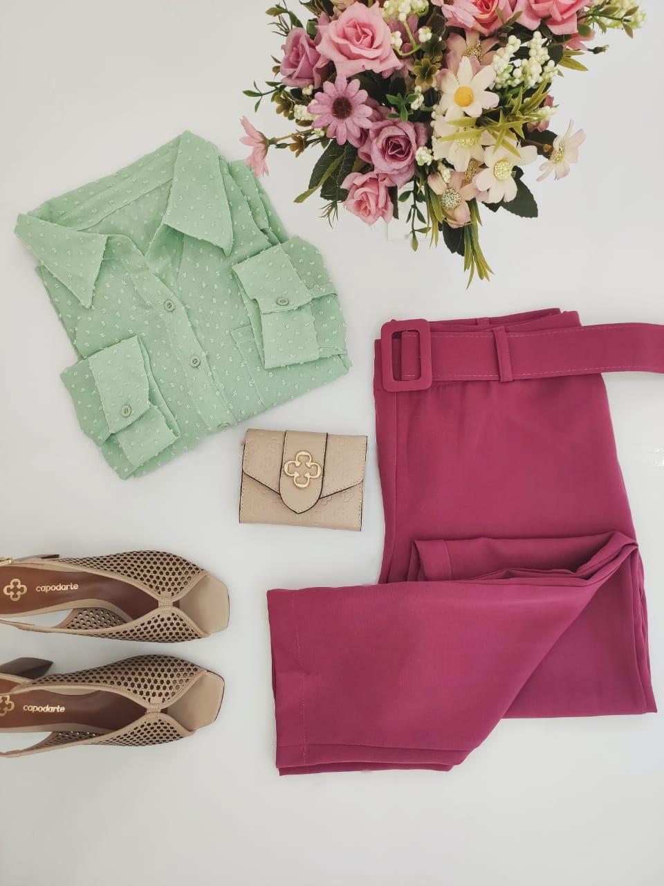 Look: 1 Camisa Manga Longa Illusion Verde  + 1 Calça Skinny Cinto Encapado Fúcsia