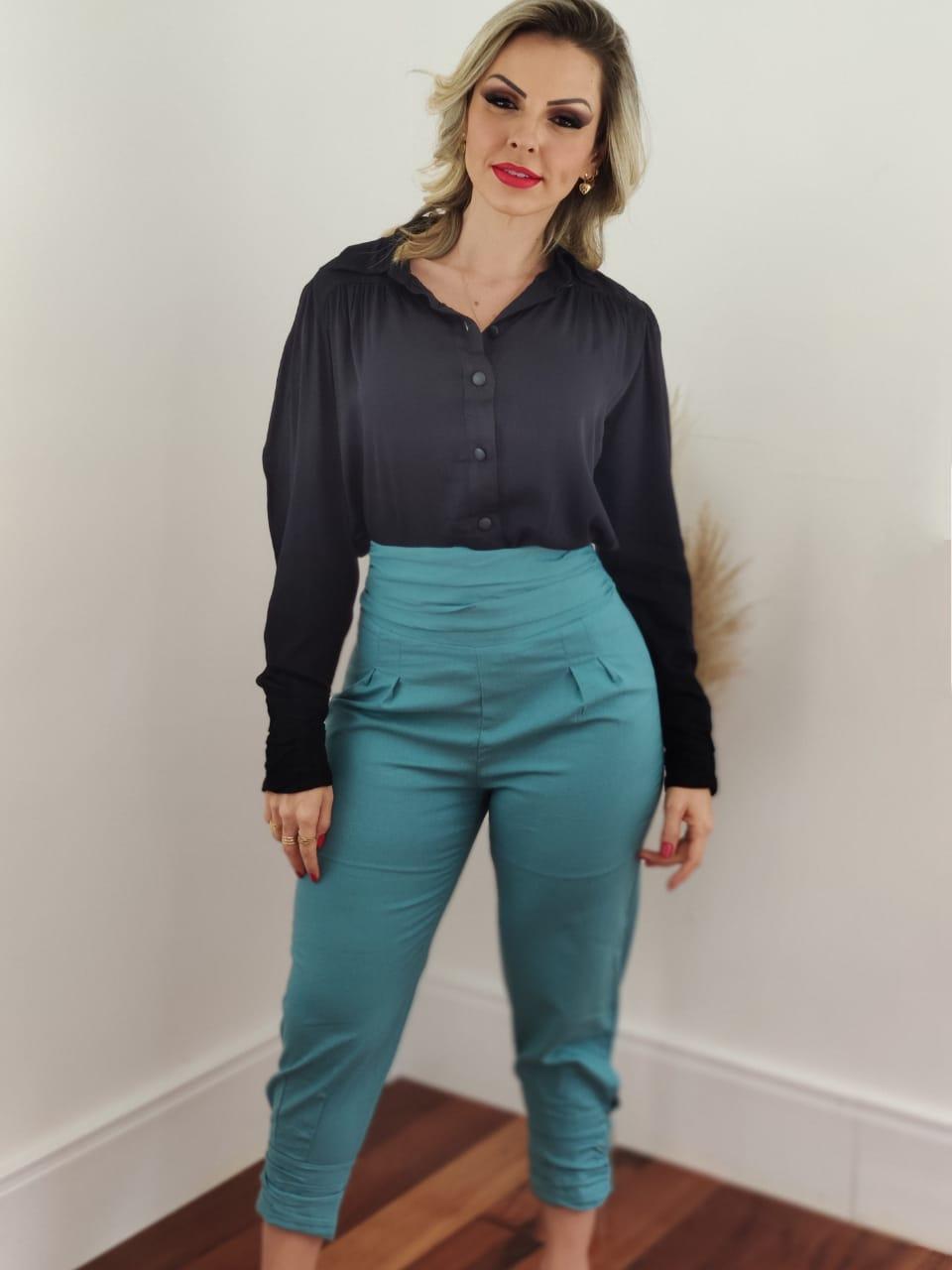 Look: 1 Camisa Manga Longa Viscose Botões Punho Preta + 1 Calça Skinny em Linho Botões Barra Azul