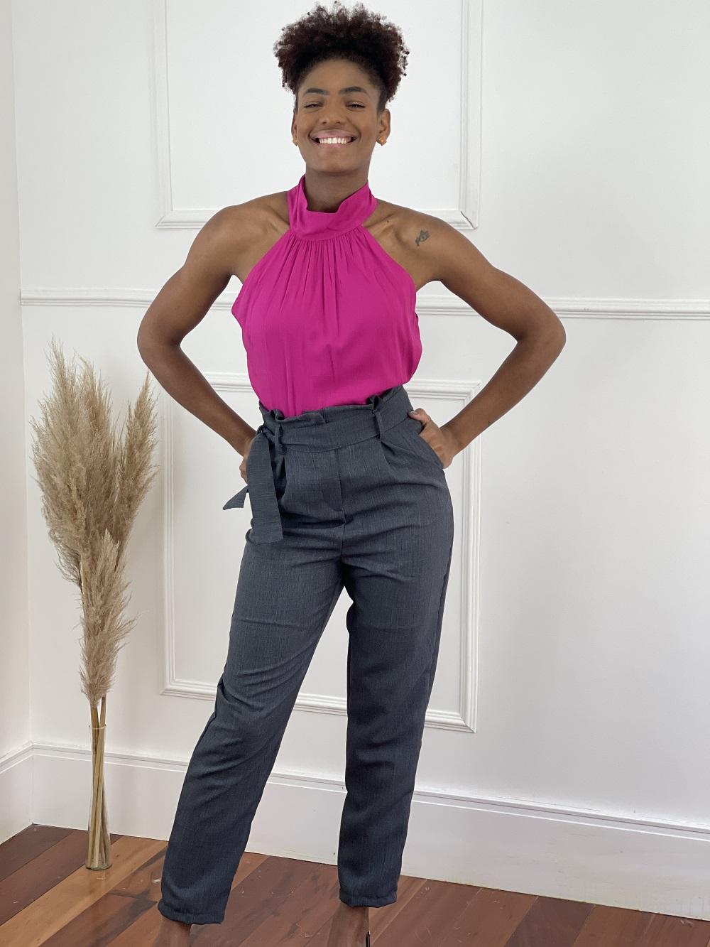 Look Pronto: Blusa Cava Americana Gola Alta Pink + Calça Skinny em Polilinho Clochard Grafite