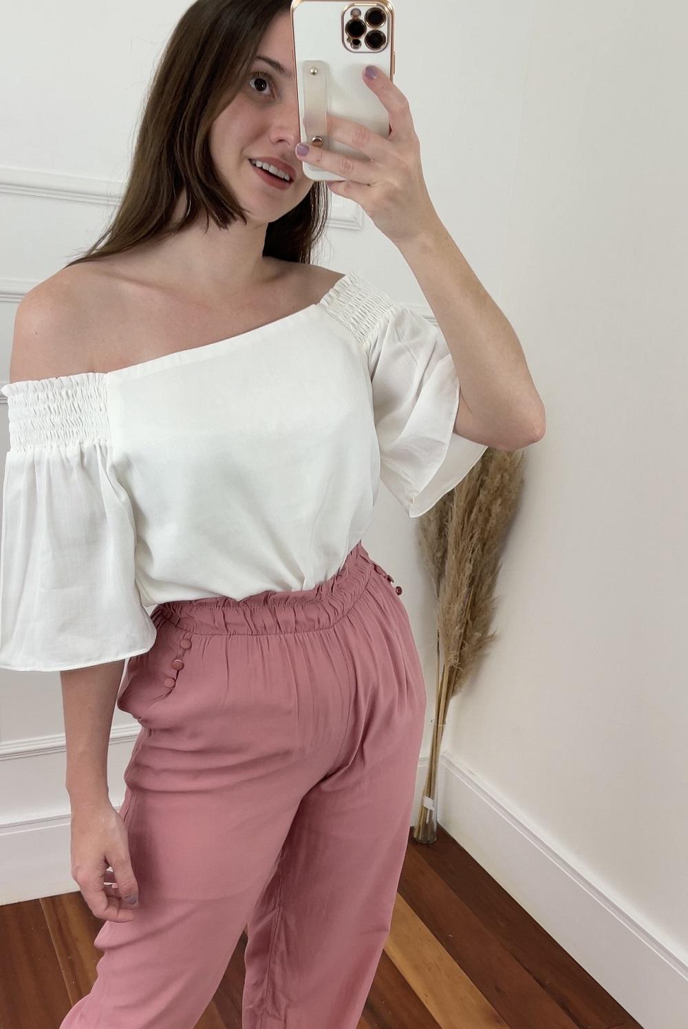Look Pronto: Blusa Ciganinha Manga Curta Lisa Branca + Calça Skinny Elástico e Laço Barra Rosa