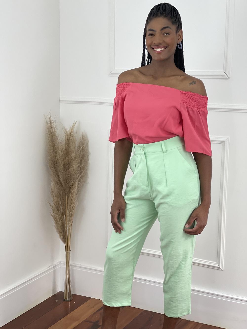 Look Pronto: Blusa Ciganinha Manga Curta Lisa Rosa + Calça Pantacourt Candy Colors Verde