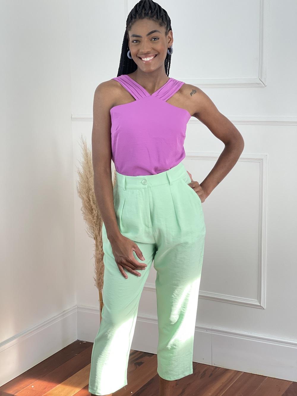 Look Pronto: Blusa Drapeado na Alça Roxa + Calça Pantacourt Candy Colors Verde