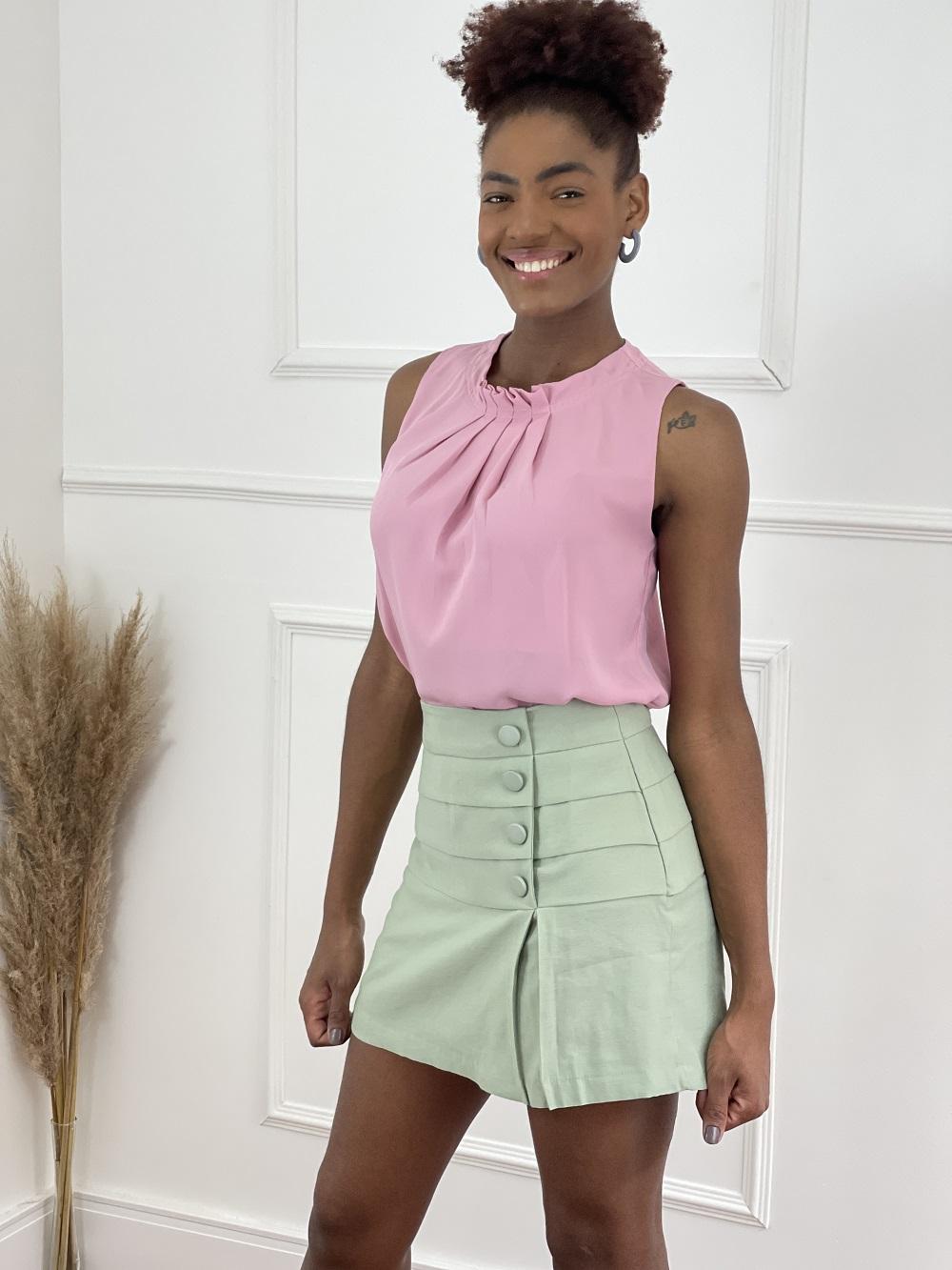 Look Pronto: Blusa Regata Plissada Colo Rosa + Shorts Saia Plissado Verde