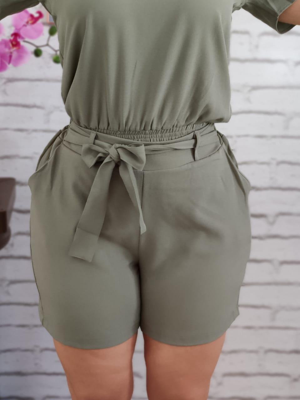 Shorts com Elástico e Cinto Verde