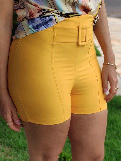 Shorts Detalhe Fivela Mostarda