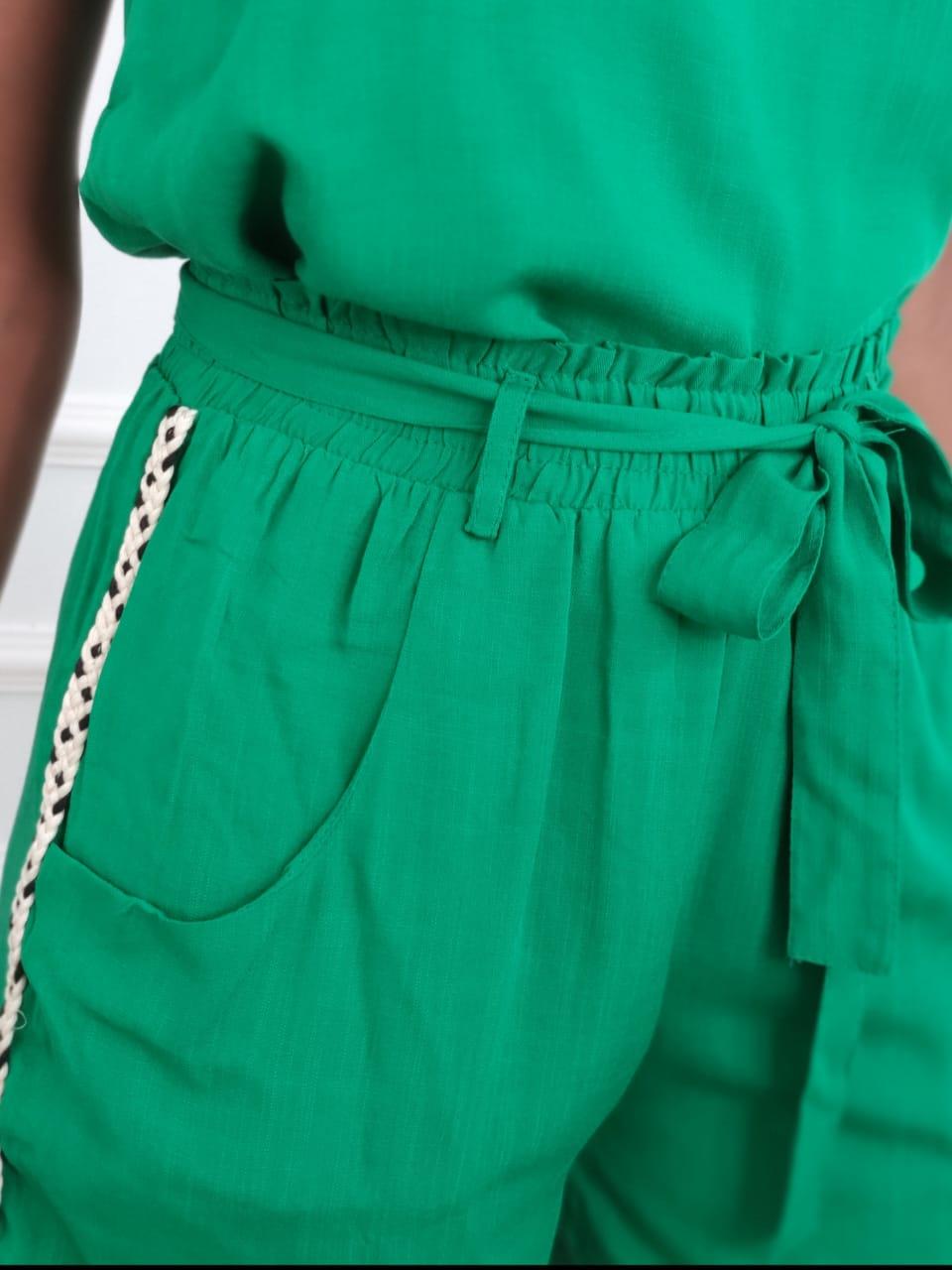 Shorts Detalhe Lateral Verde