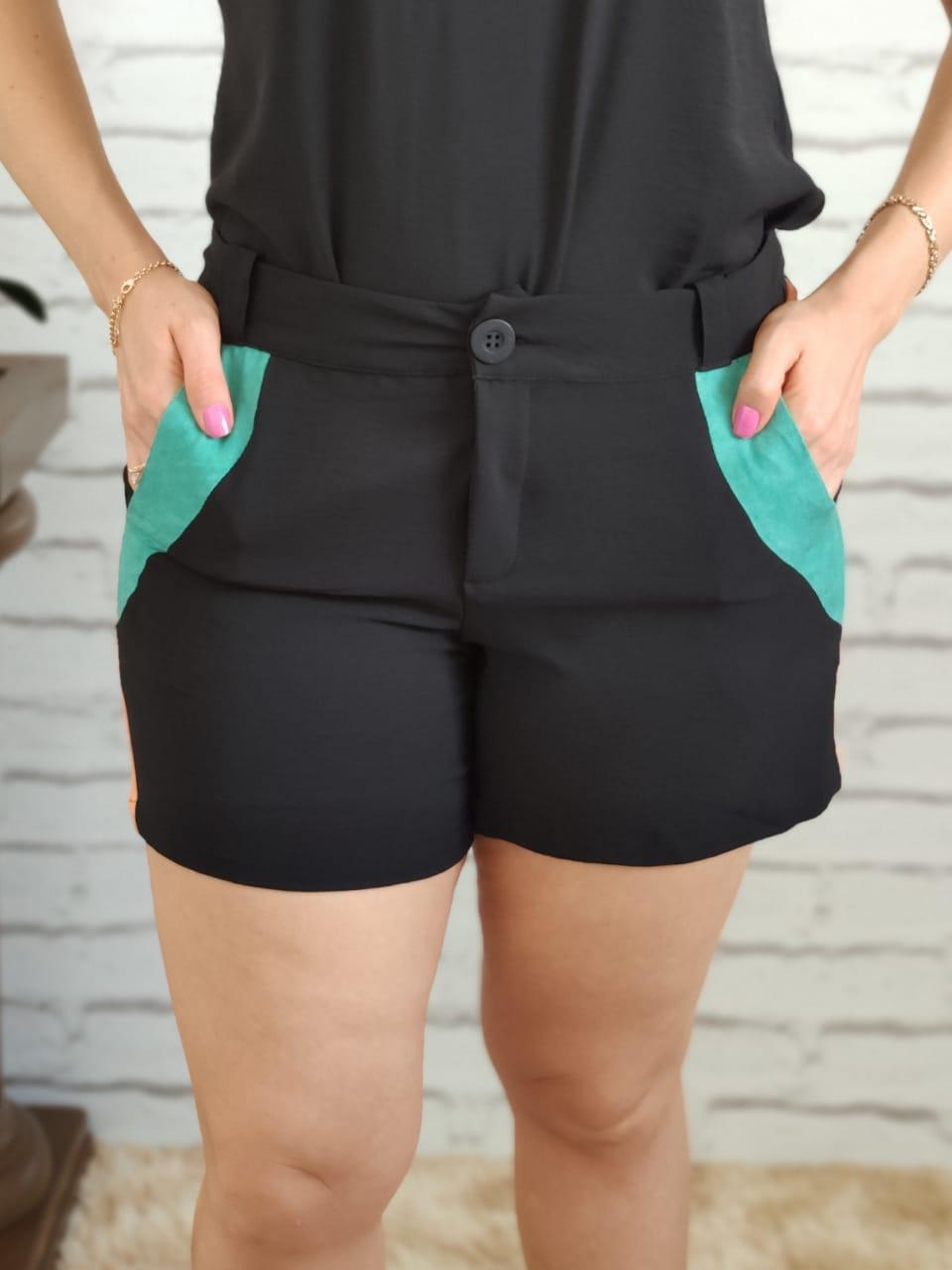 Shorts Detalhe Listra Lateral