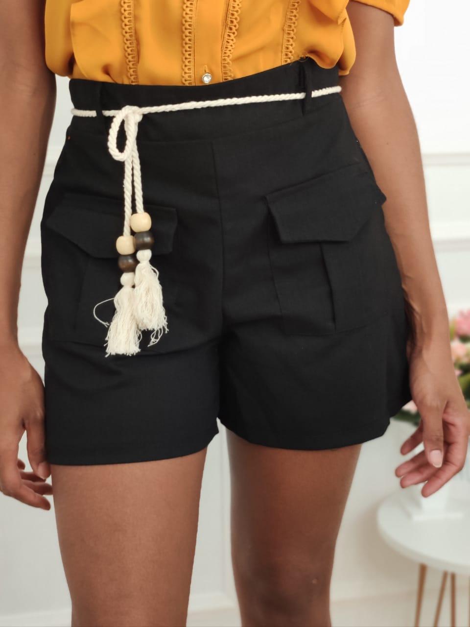 Shorts em Linho Bolsos Preto