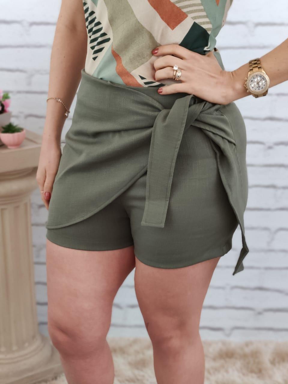Shorts Saia em Viscolinho Verde