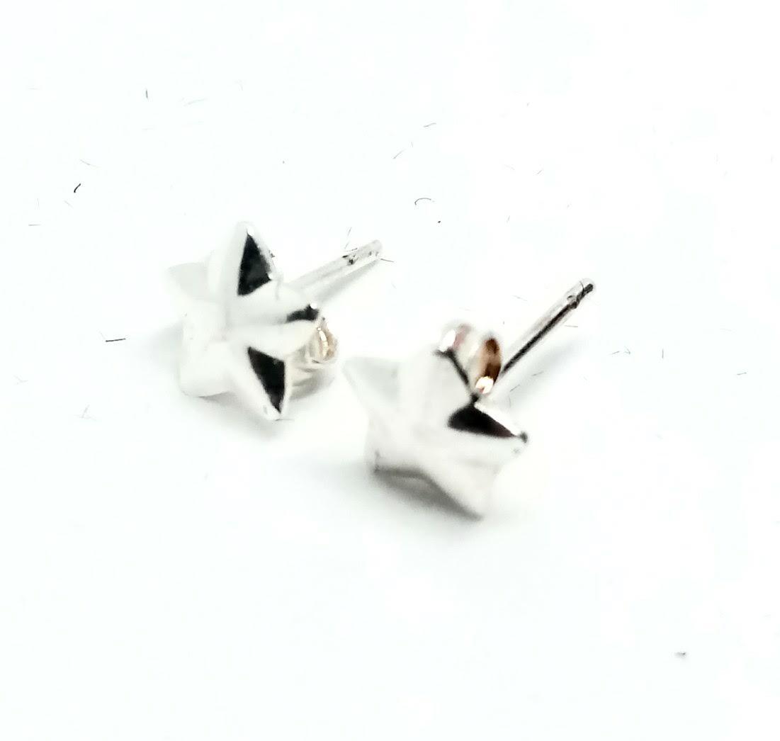 Brinco Pequeno Estrela 5 Pontas Banhado a Prata 7mm