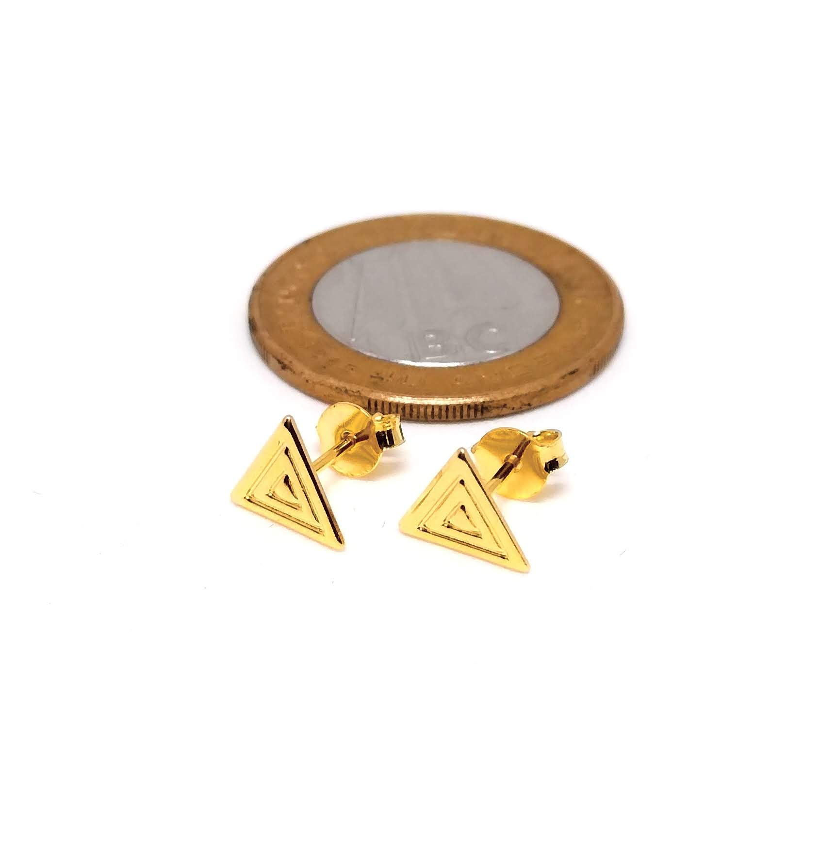 Brinco Pequeno Feminino Banhado a Ouro Geométrico Triangulo