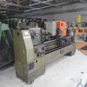 Torno Mecanico Nardini DT-650, Diametro 650mm Comprimento 1,800mm entre pontas, Placa 250mm 3 Castanhas Auto-Centrante, Refrigeracao - 220V - Usado - Conservado