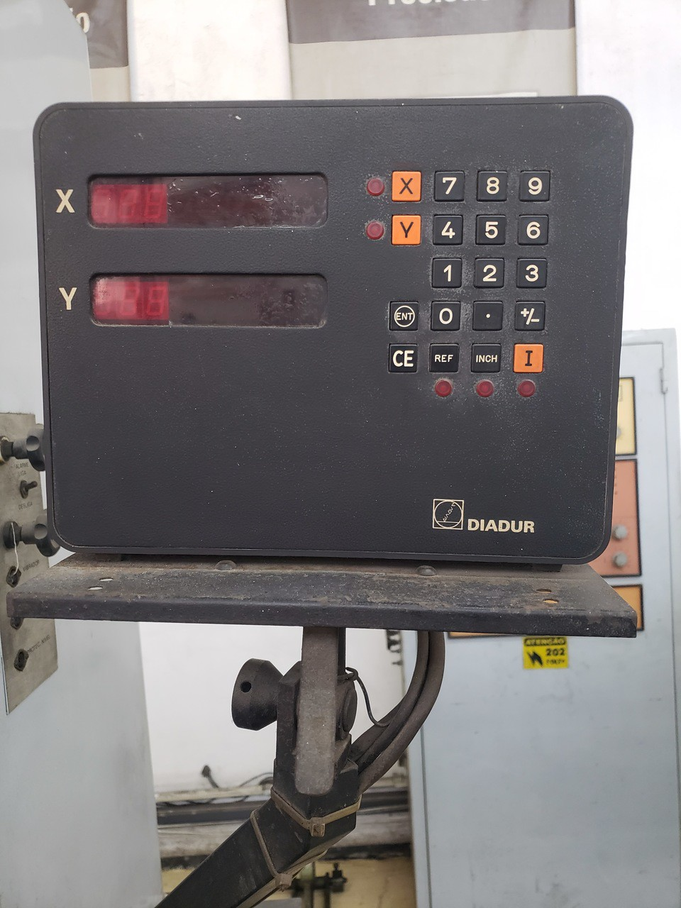 Eletroerosao por penetracao, marca Engespark, PM-600, 50amp. Mesa 420mmx220mm, visualizador Digital, luminária - 220V - (Usada)  - Atlasmaq