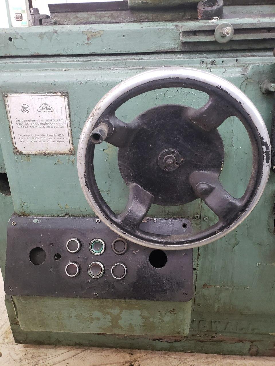 Retifica Cilindrica Vigorelli com entre pontas de 800mm c/ reservatorio - 220V - (Usada)  - Atlasmaq
