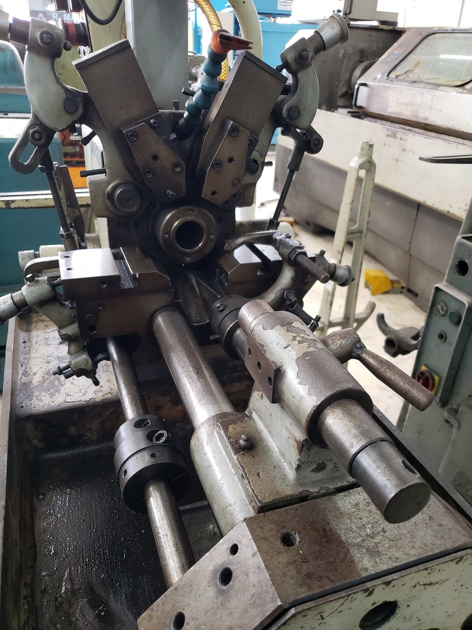 Torno Automatico Eletr. Atlasmaq 15mm/25mm, capa de acrílico, alimentador de barras - 380V - Pintura Original, Semi Novo (Usado)  - Atlasmaq
