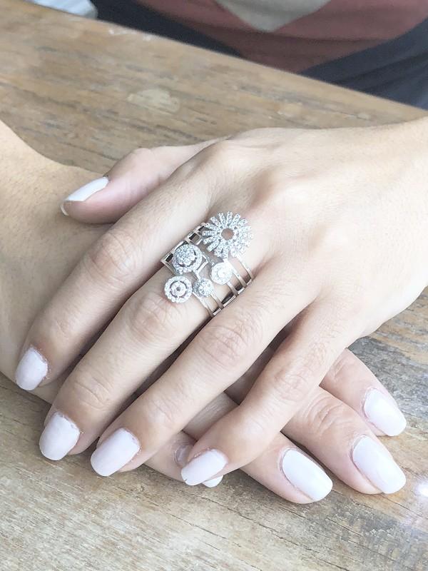 Anel com Zircônia Cristal banhado em Ródio Branco