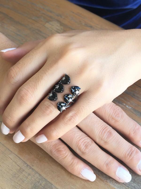 Anel Pétalas Com Zirconia Negra banhado em Rodio Negro