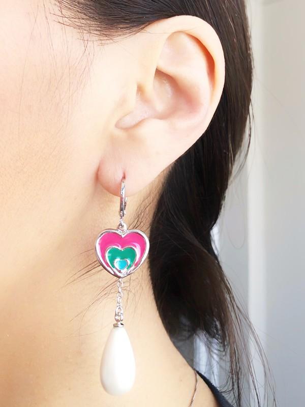 Brinco Argola Coração Rosa Esmaltado banhado em Ródio Branco