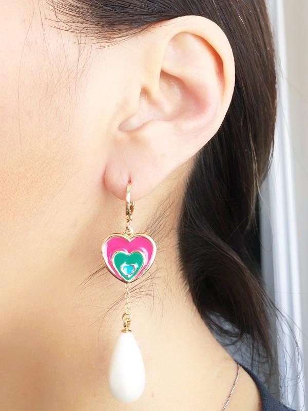 Brinco Argola Coração Rosa Esmaltado com Pérola banhado em Ouro 18K