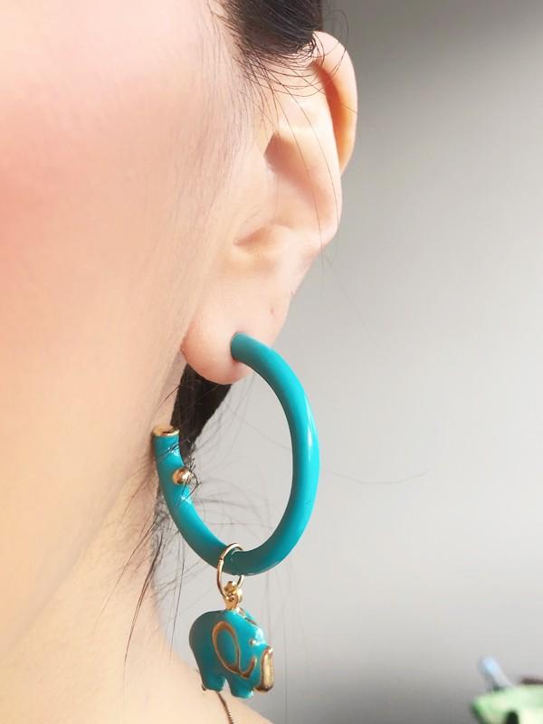 Brinco Argola Esmaltada Azul Tiffany com Pingente Elefante banhado em Ouro 18K