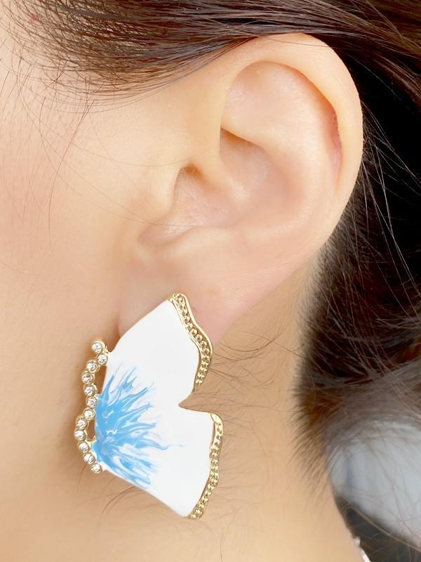 Brinco Borboleta Esmaltada Branco e Azul com Pedras banhado em Ouro 18K