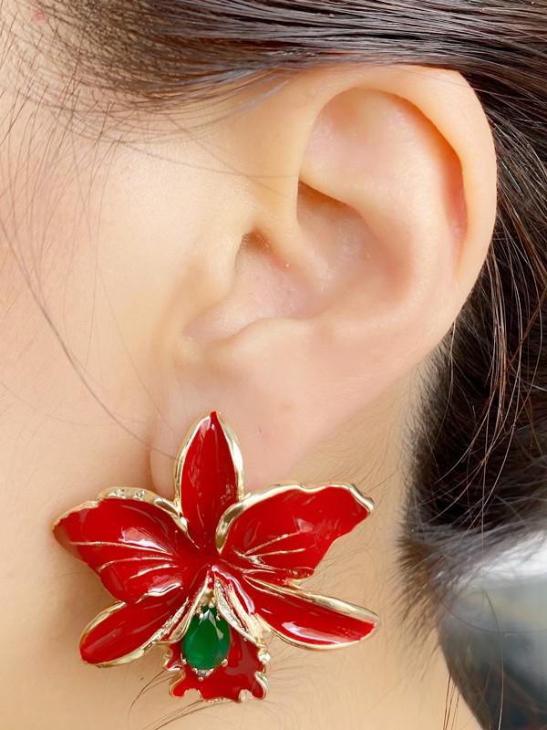 Brinco Flor Esmaltada Vermelha com Zirconia Esmeralda banhado em Ouro 18K