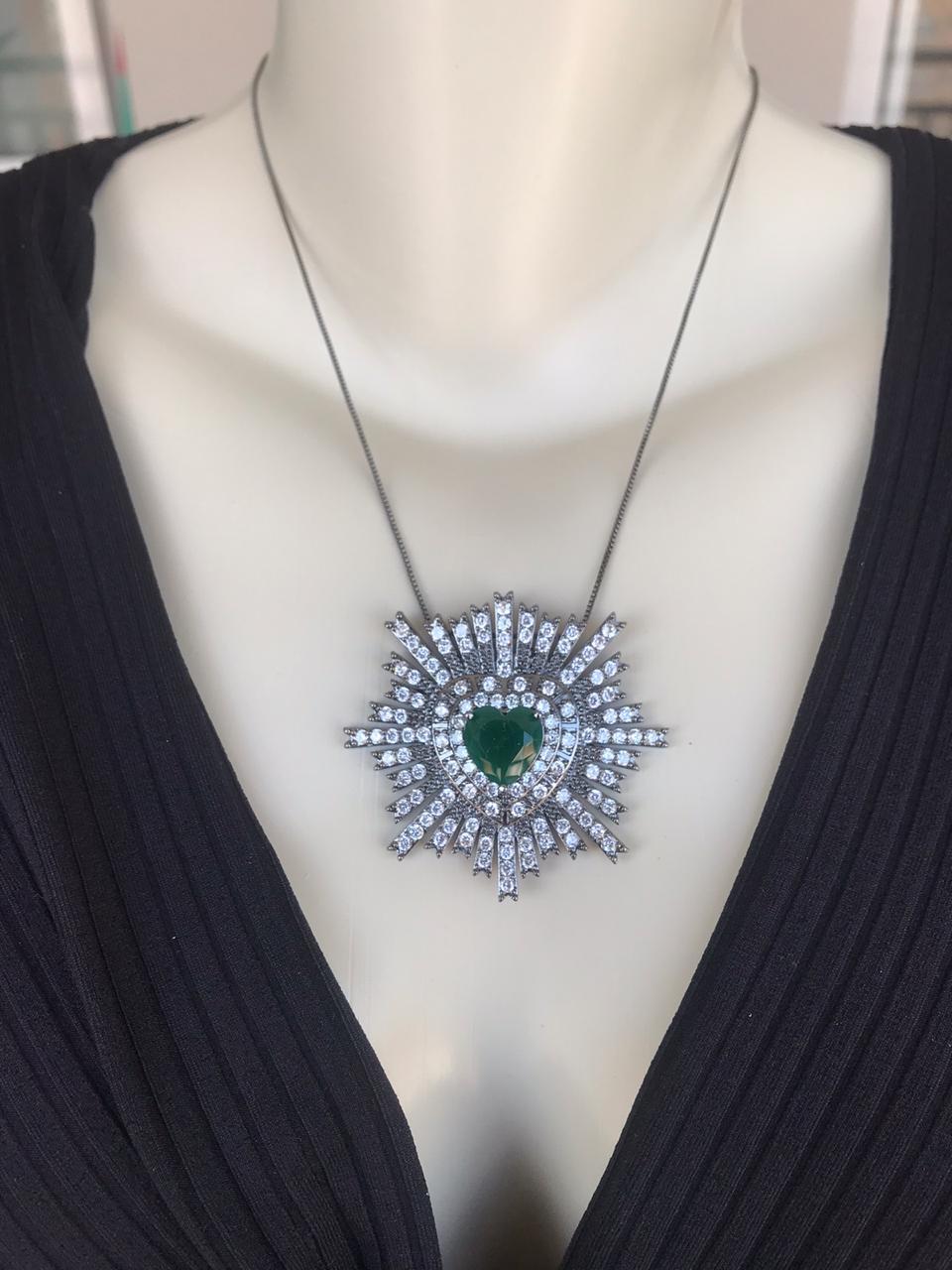 Colar Coração com Zircônia Verde Cristal banhado em Ródio Negro