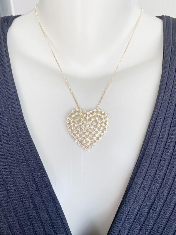 Colar Coração Cravejado Branco banhado em Ouro 18K