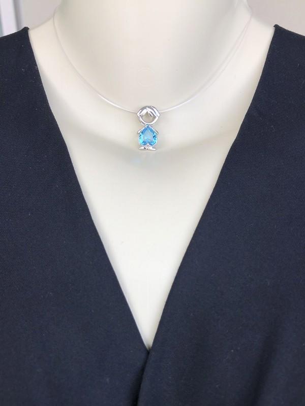Pingente Menino com Coração Azul banhado em Ródio Branco
