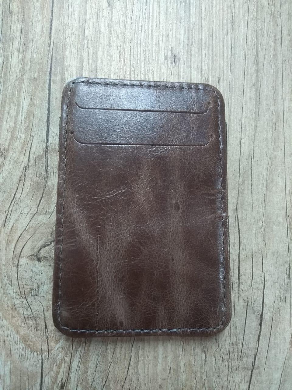Carteira Em Couro Compacta com Elástico - Modelo Bar & Shield - Bifold - Marrom Brilho - 022/77108