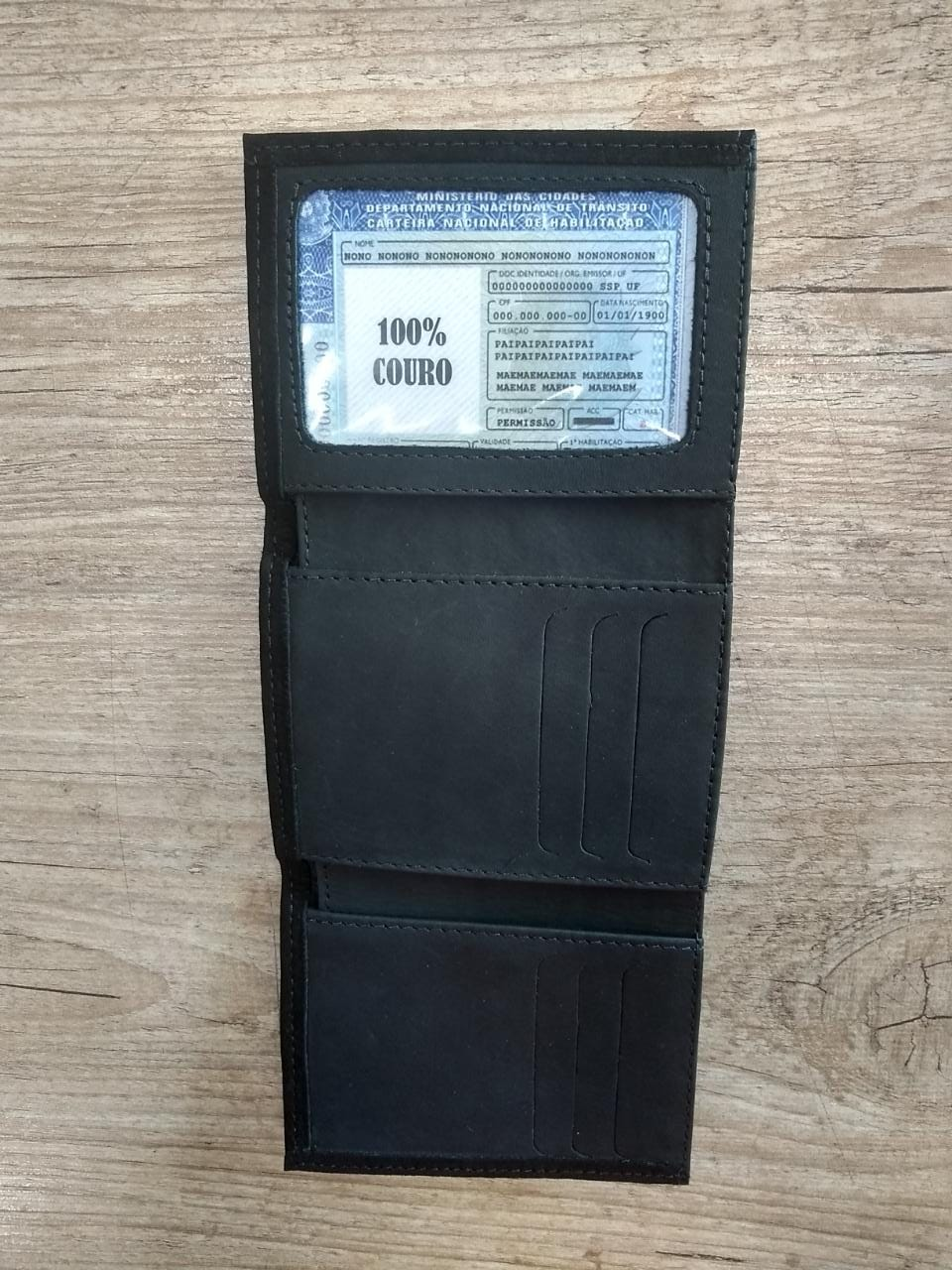 Carteira Em Couro com Visor - Modelo Bar & Shield - Trifold - Preta - 022/58107