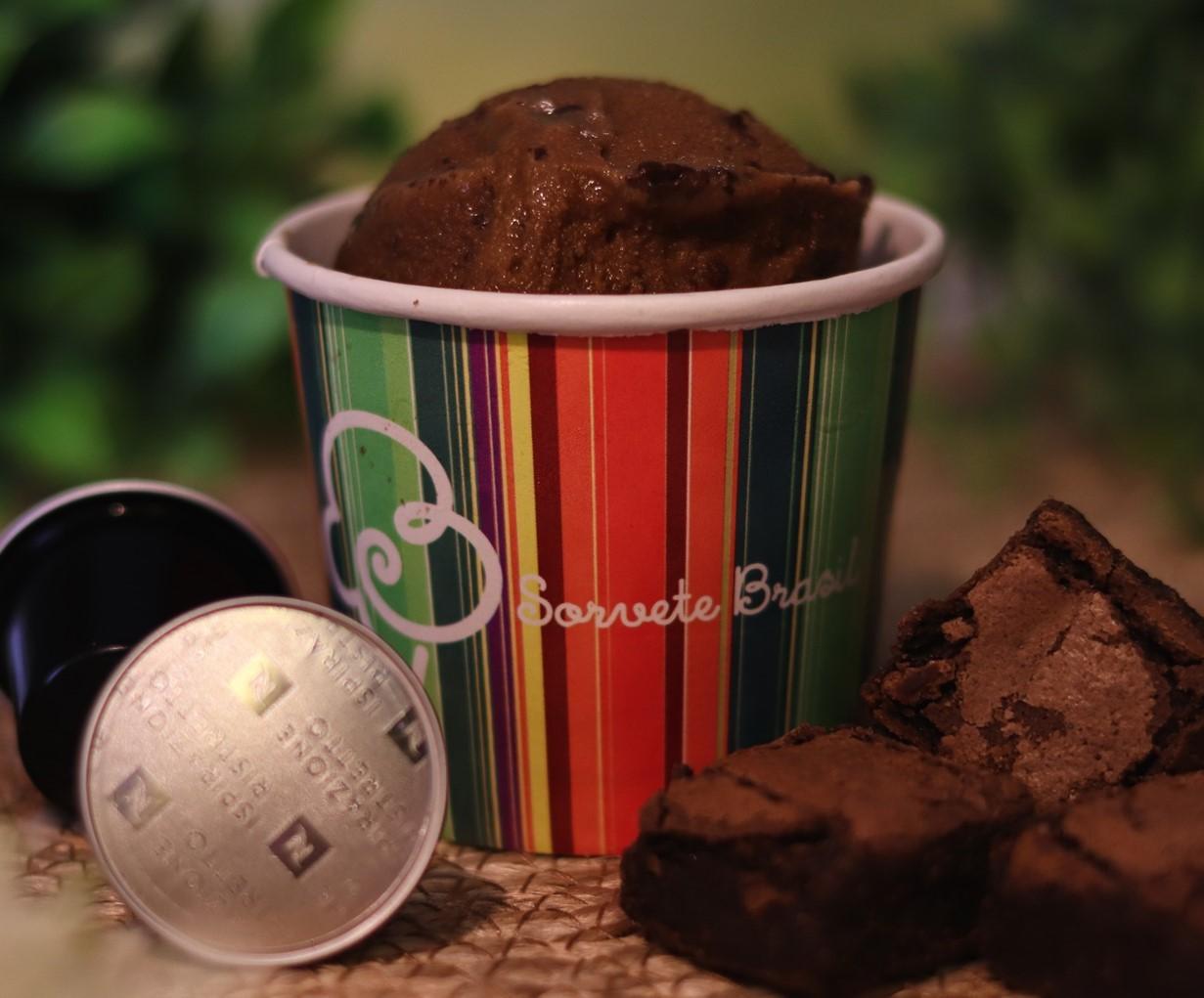 Café com brownie
