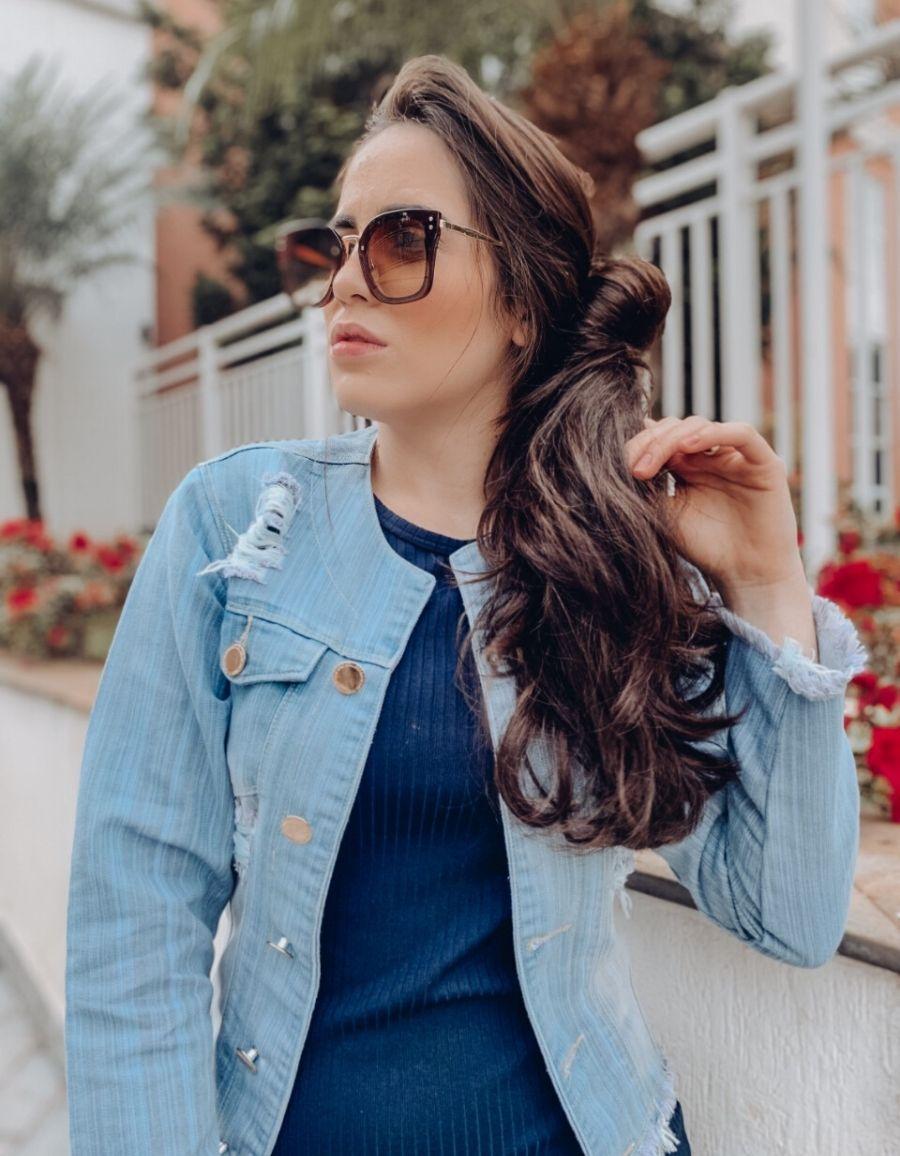 Jaqueta Jeans Clara Sem Gola - Detalhes Destroyed