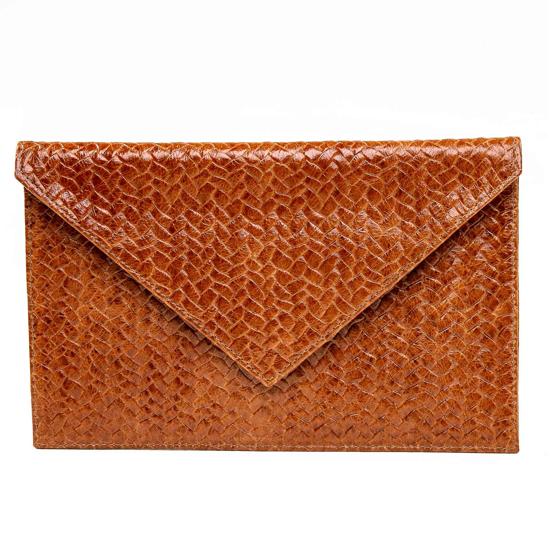 Clutch envelope couro tressê caramelo  - Cellso Afonso