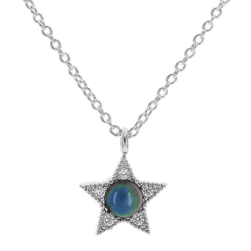 Colar com pingente de estrela cravejado em zircônia e círculo colorido de resina.