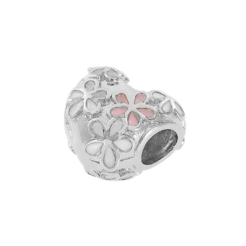 Pingente em formato de coração com desenhos de flores esmaltadas.
