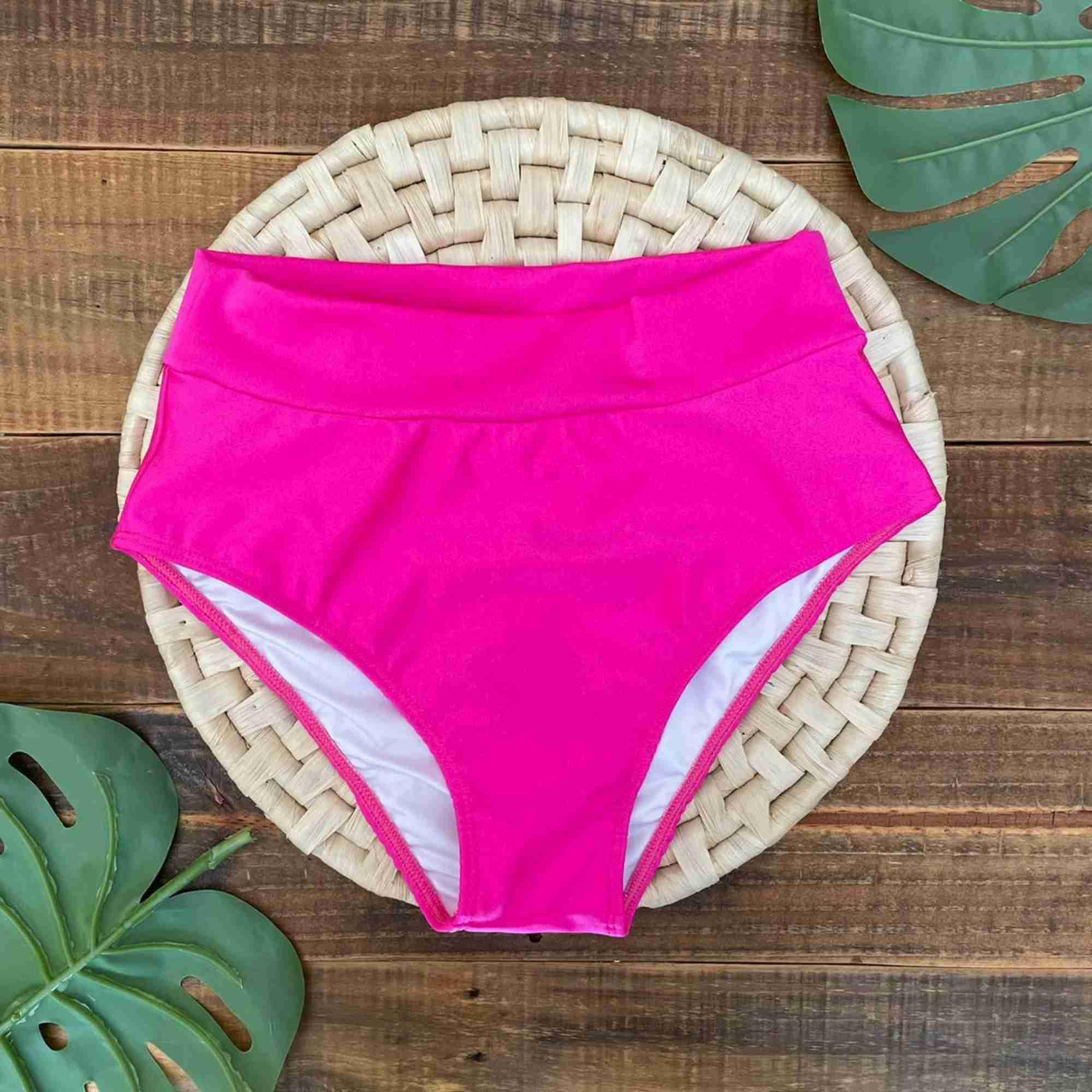 Biquíni Meia Taça Retrô com Hot Pants Rosa