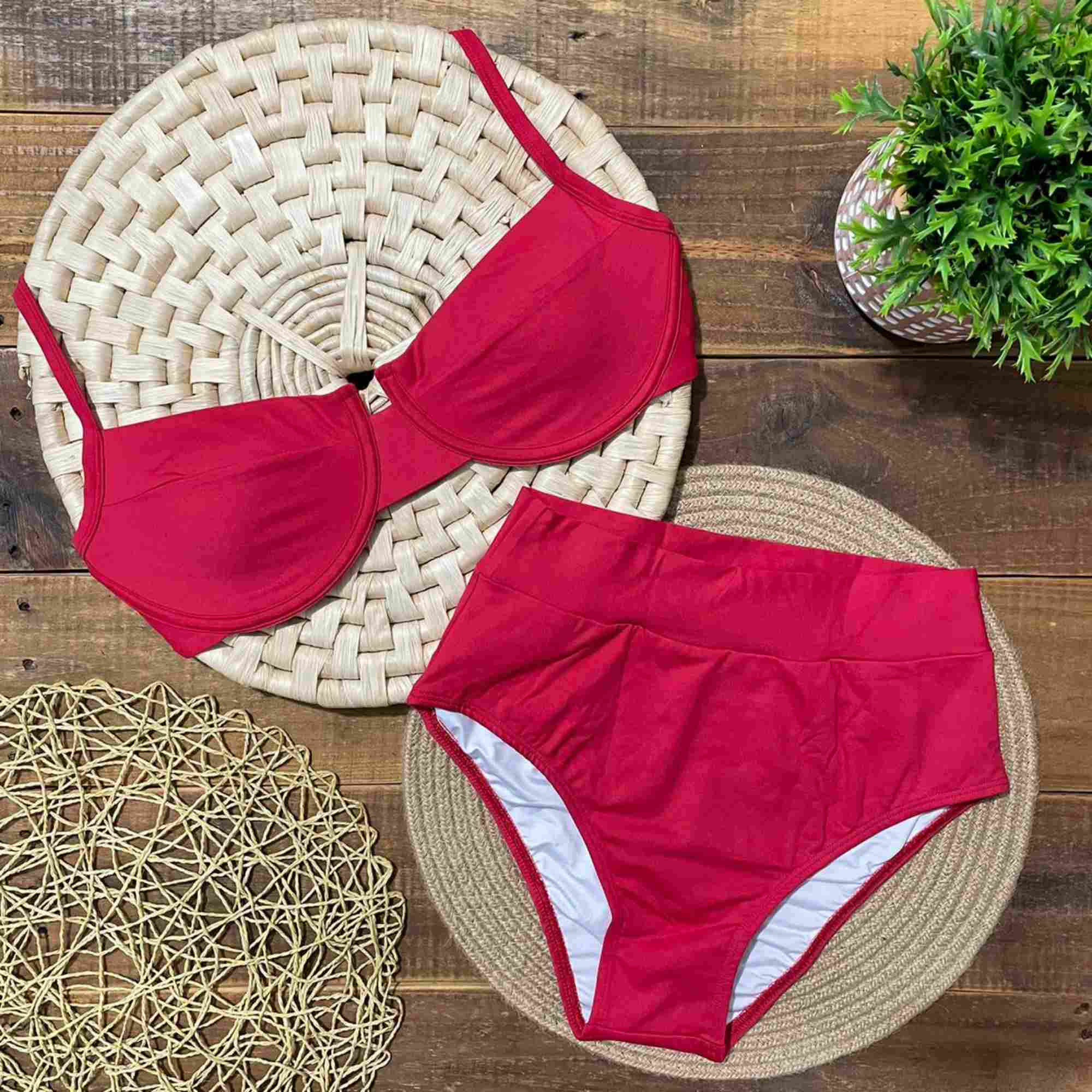 Biquíni Meia Taça Retrô com Hot Pants Vermelho
