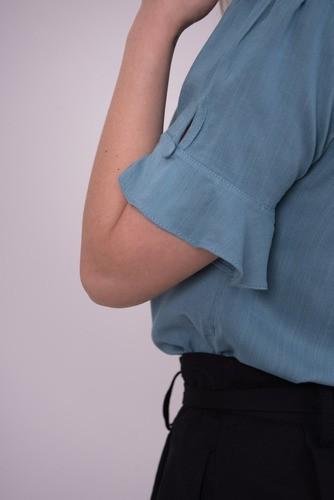 Blusa com detalhe em Botões encapados
