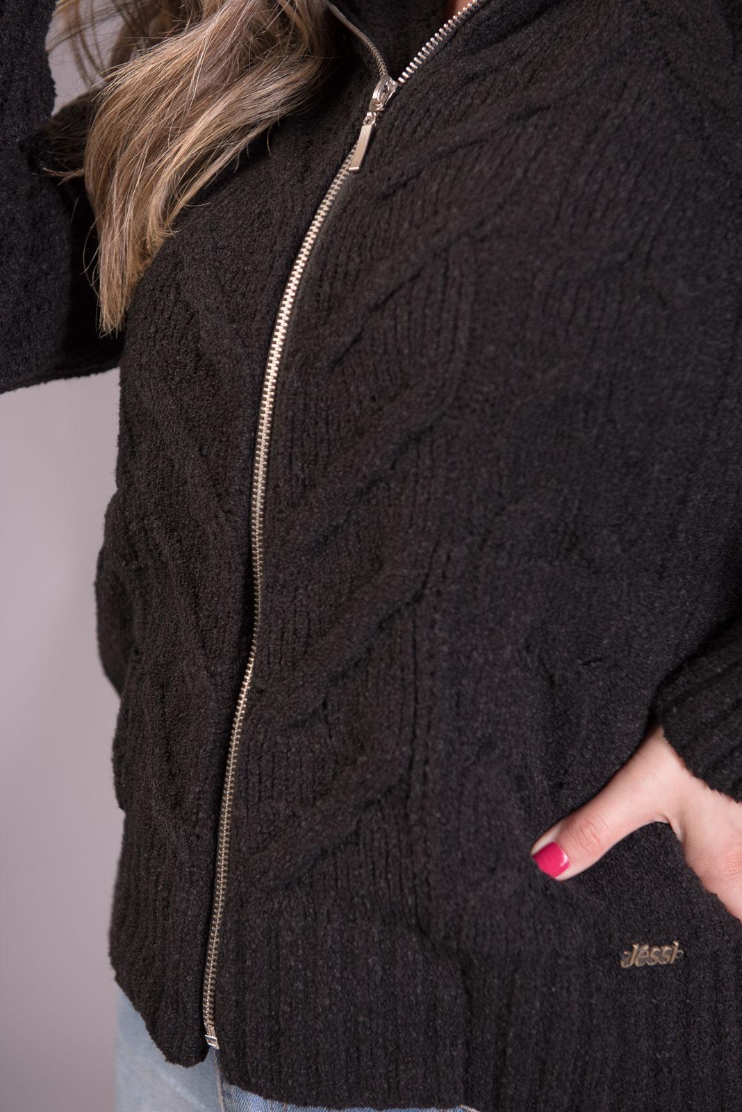 Jaqueta de Tricô Trabalhada com Capuz Forrado Jéssi Malhas