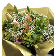 Bouquet Lírio Rosa e Alstroemeria e véu de Noiva Grande
