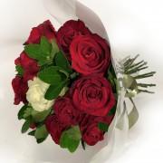 Bouquet Rosas Vermelhas Importada e Uma branca