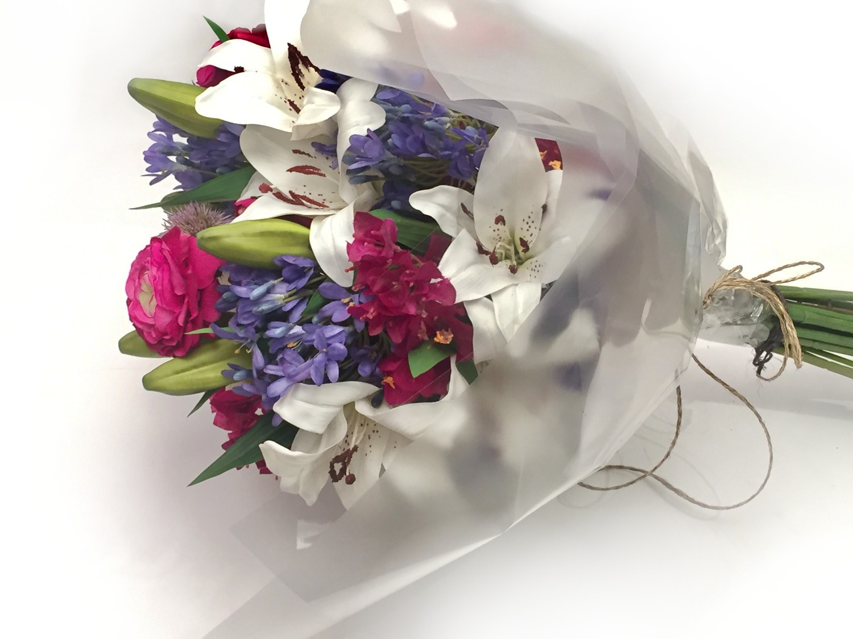 Bouquet Mix de Flores Brancas e Azuis - Artificial