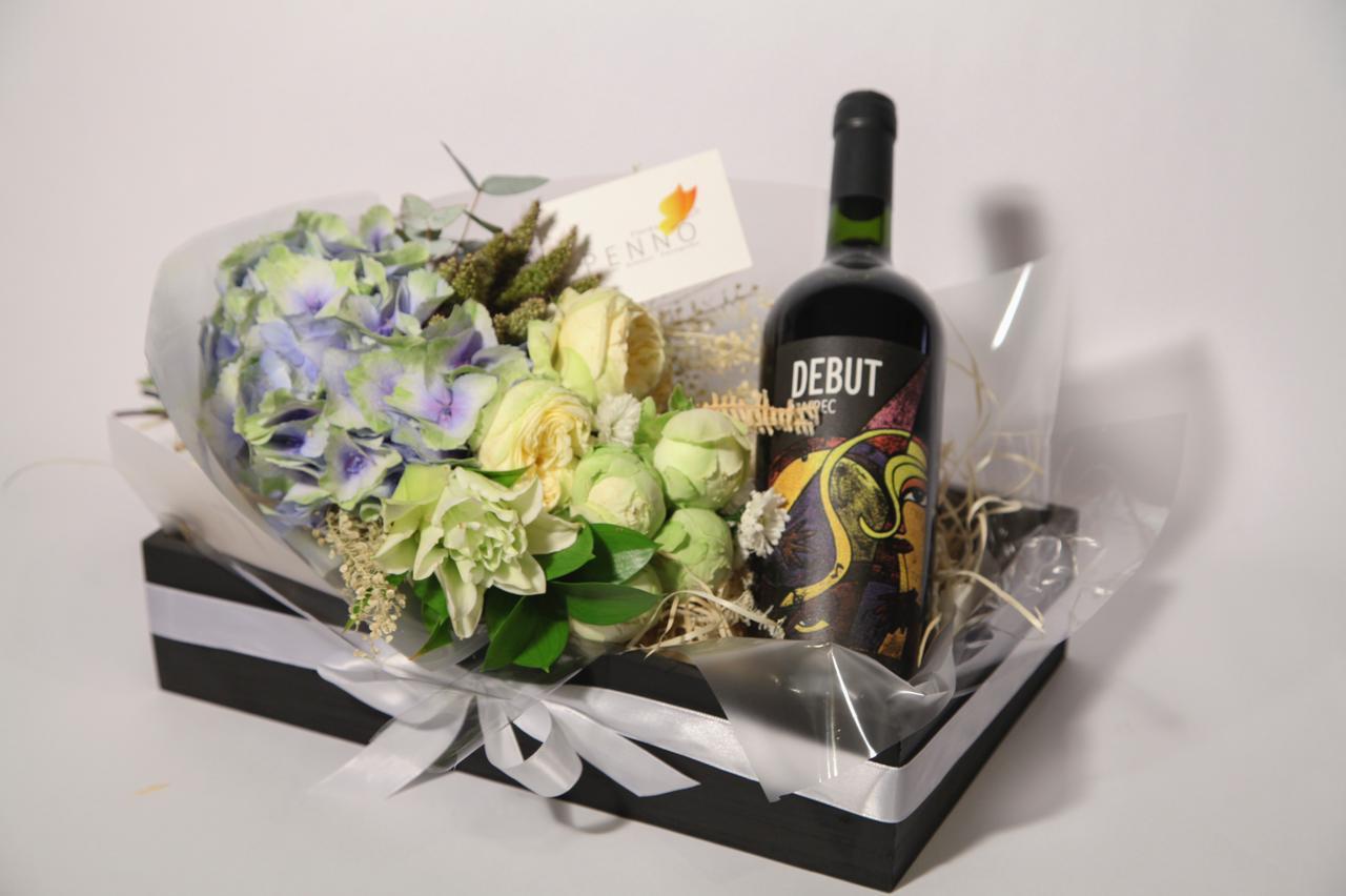 Cesta com flores e Vinho DEBUT Reserva Carbenet Sauvignon 2018