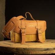 Bolsa Penny Material e cor: Couro Caramelo / Lona Mostarda